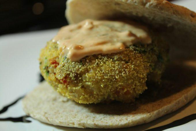 Chickpea and Quinoa Burger: 3ten.ca