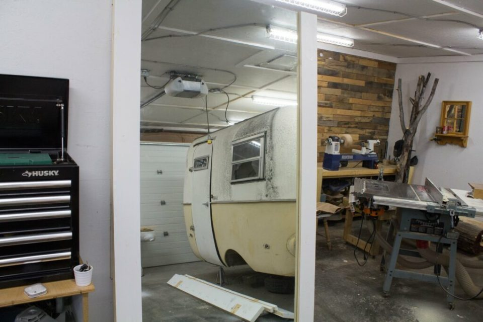 Mirror Barn Door: 3ten.ca