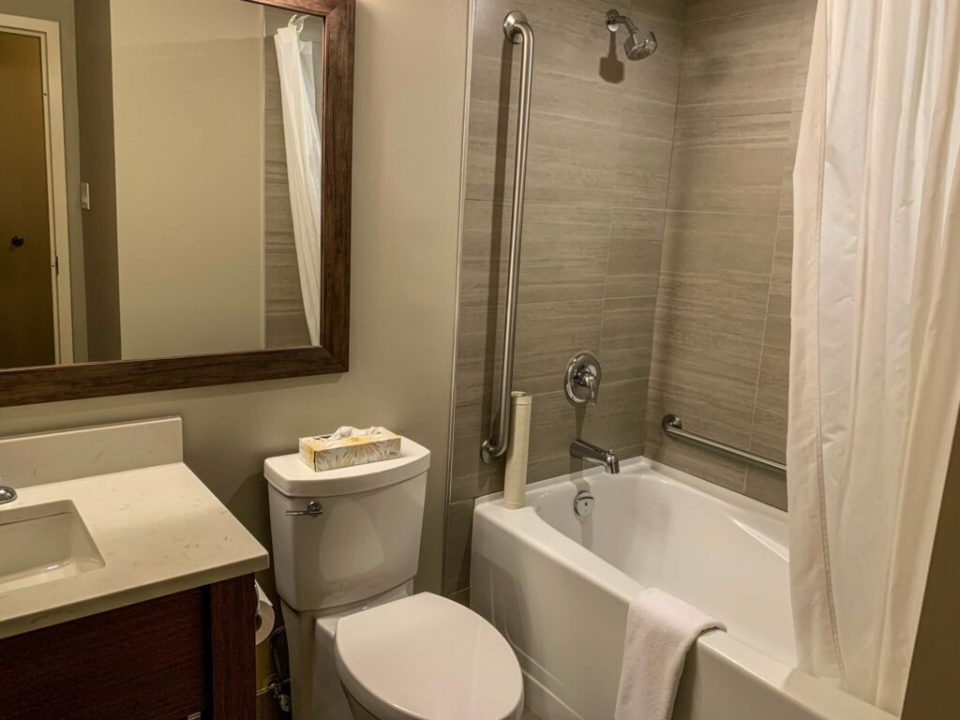 Hotel Bathroom: 3ten.ca