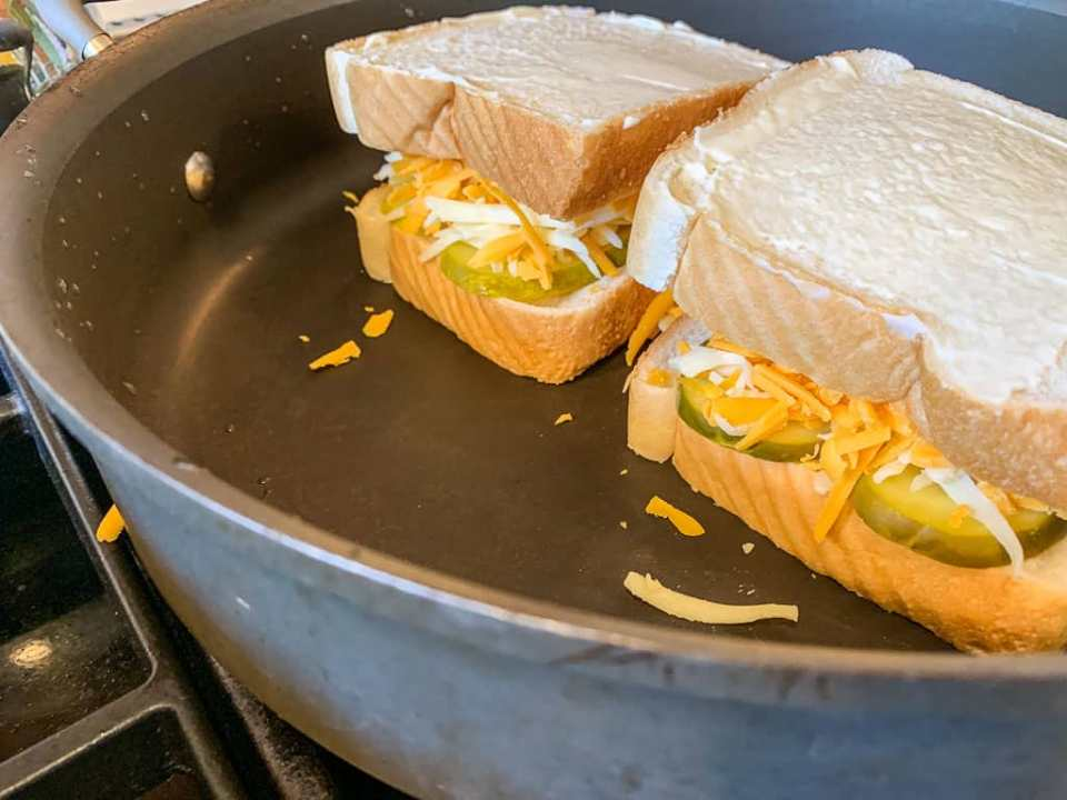 Spicy Pickle Grilled Cheese Sandwich: 3ten.ca