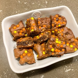 Reese's Monster Cookie Bars: 3ten.ca