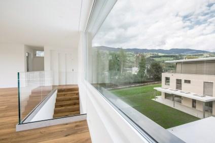 Maison plurifamiliale Giswil, avec grandes fenêtres et vue sur la nature