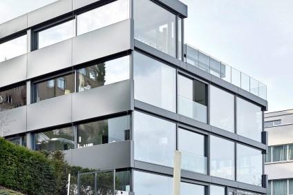 Mehrfamilienhaus Kilchberg, Haus mit Glasfassade, Aussenansicht