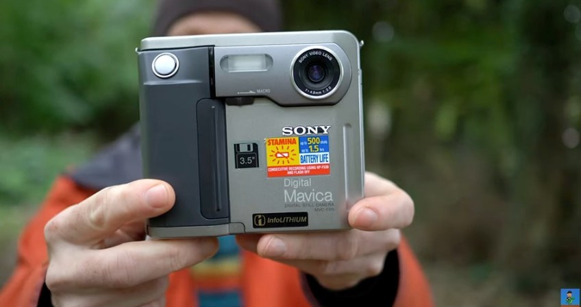 a Retro Review of Sony's 24-year-old Mavica FD5 camera, which used floppy discs for storage
