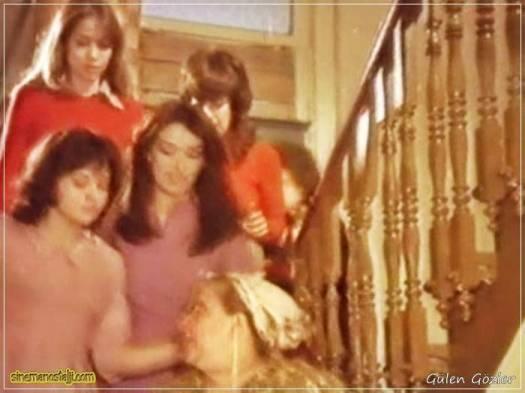 Ertem Eğilmez,1977,Münir Özkul,Halit Akçatepe,Adile Naşit,Şener Şen,Ayşen Gruda,Müjde Ar,Şevket Altuğ,Gülen Gözler,97 Dak.,Yeşilçam,Nostalji,Türkiye,Türkçe,Gülen Gözler 1977