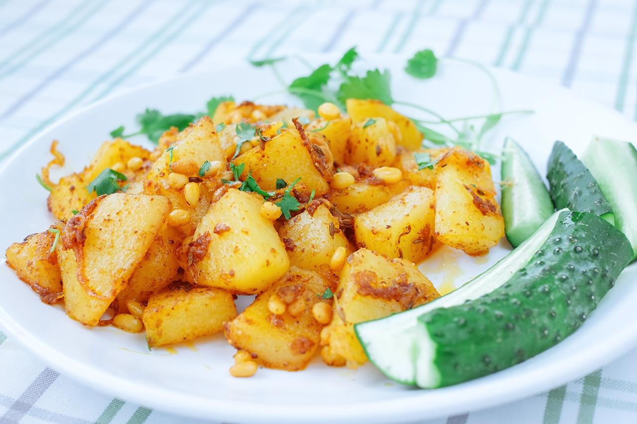 Пряный картофель с кедровыми орешками