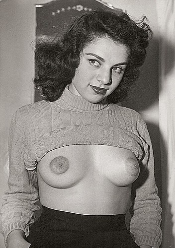igetoffmylawn:  Rita Richman  (via http://www.myarchives.net/gallery/data/2259/scan0024_678722.jpg)   Sweater girl reveals all.