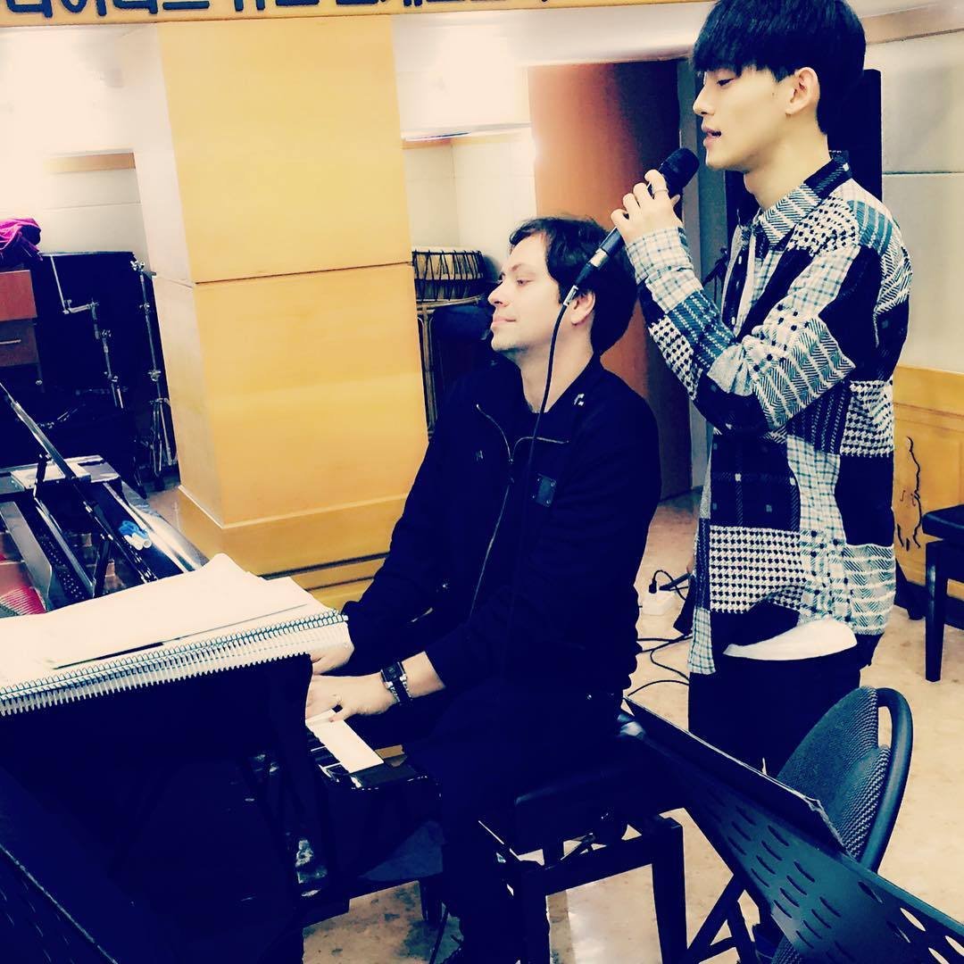151230 stevebarakatt: I had a fantastic time rehearsing with Chen! On top of being an amazing artist and star, he is a wonderful Citizen of the World. Thanks for spreading a message of Hope in support of UNICEF. See you on Saturday! #happynewyear #chen #unicef #exo