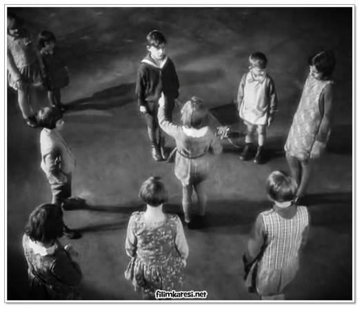 Siyah-beyaz, Almanya, Peter Lorre, Theodor Loos, Ellen Widmann, Inge Landgut, Otto Wernicke, Fritz Lang, Thea Von Harbou, M – Eine Stadt sucht einen Mörder, Bir Şehir Katilini Arıyor, 1931, Fritz Arno Wagner, 117 Dak.