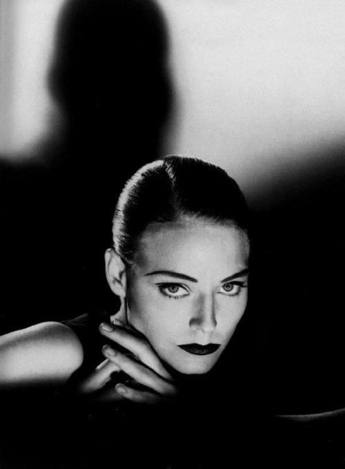 pleasinly:  Jodie Foster by Helmut Newton