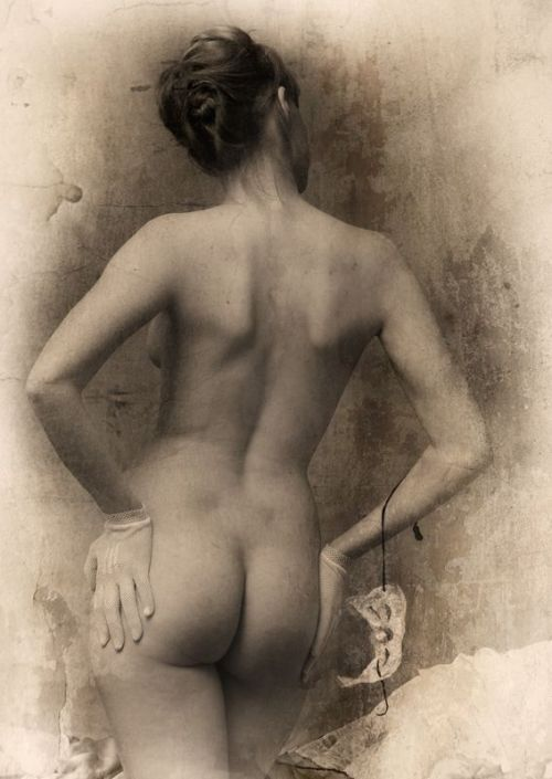 giftvintage:  Photographer: Pavel Titovich  Derriere perfection.