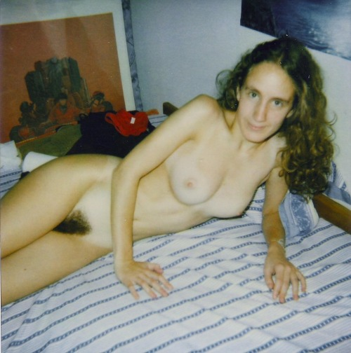 whenpussieswerefurry:  Amateur in bed  Lovely nude wife ready to please
