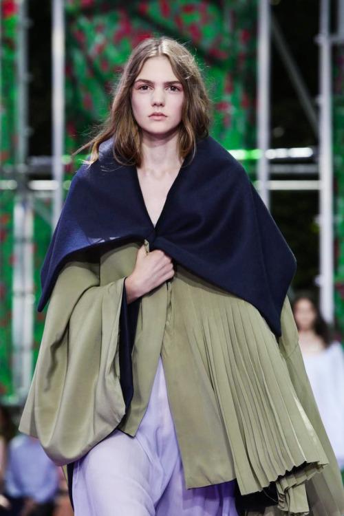 MAJOR MODEL - Madison W. desfila para Christian Dior Haute Couture