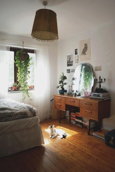vintage bedroom ideas with plants Pretty rooms & houses