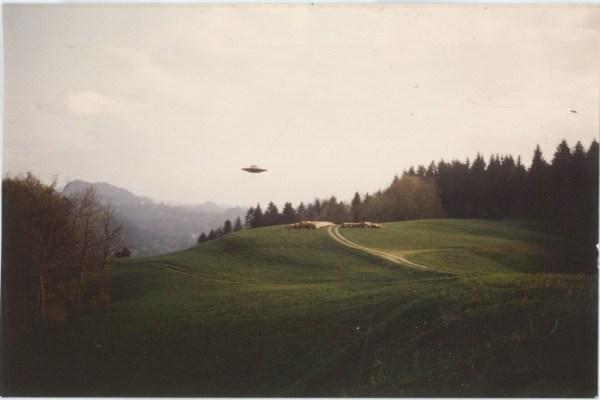 Vintage Landscape Aliens Ufo X Files Ovni Billy Meier Superbestiario