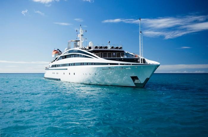 Yacht RM ELEGANT
