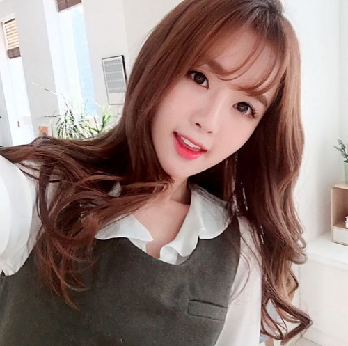 girl and fashion,Korean Girls,Korean,Model,Dream Girls,Korean Model,Korean Girl,korea, beautiful,Pop idol, Kim Shin Yeong