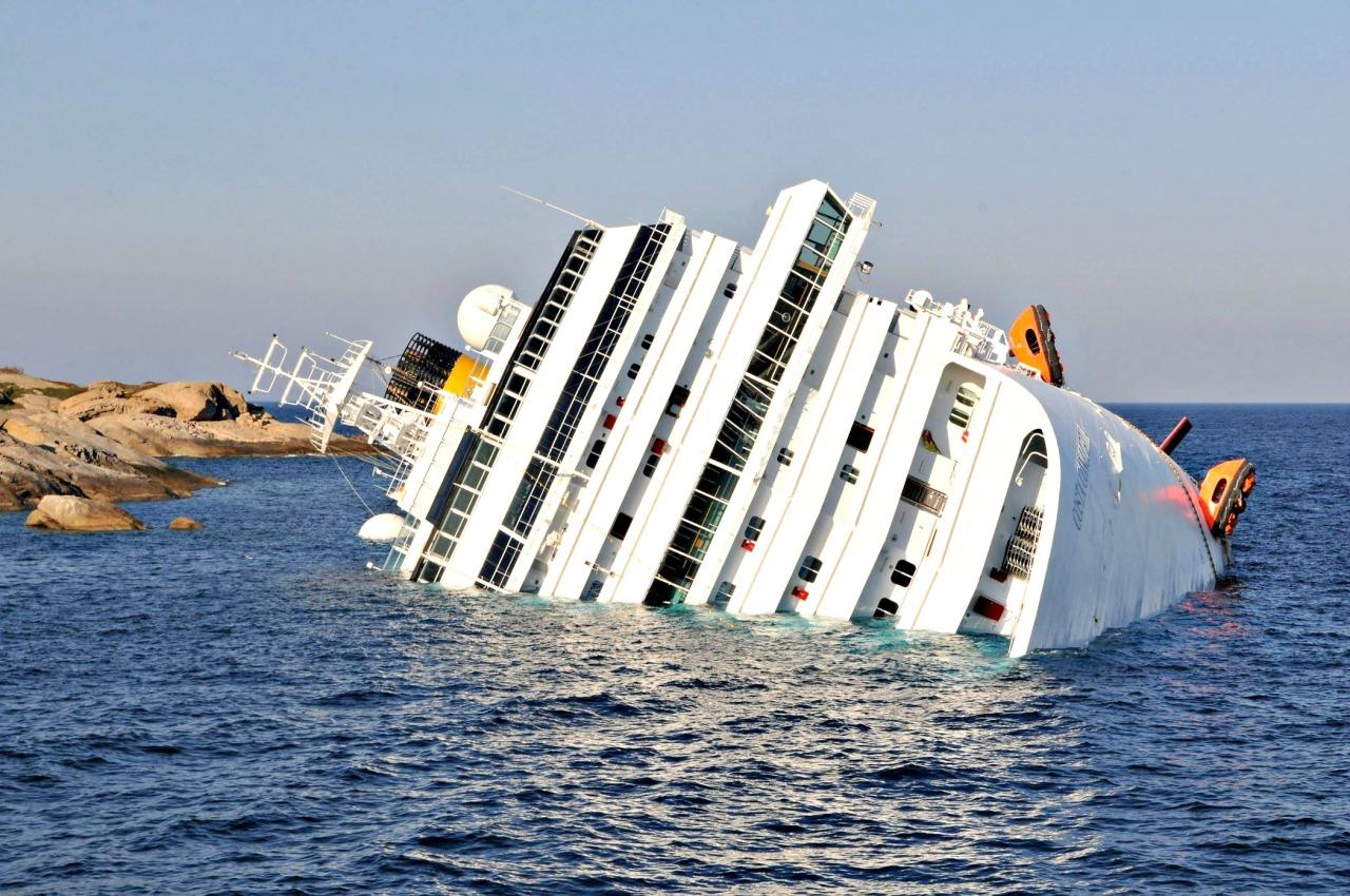 The Luxury Cruise Ship Costa Concordia Sinking