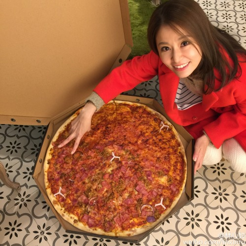 Ruby Lin with giant pizza