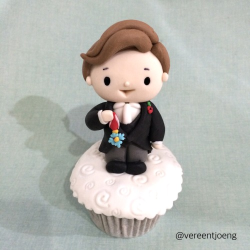 Cumbercupcake: Benedict Cumberbatch receives CBE from The Queen at Buckingham Palace! We are super proud!