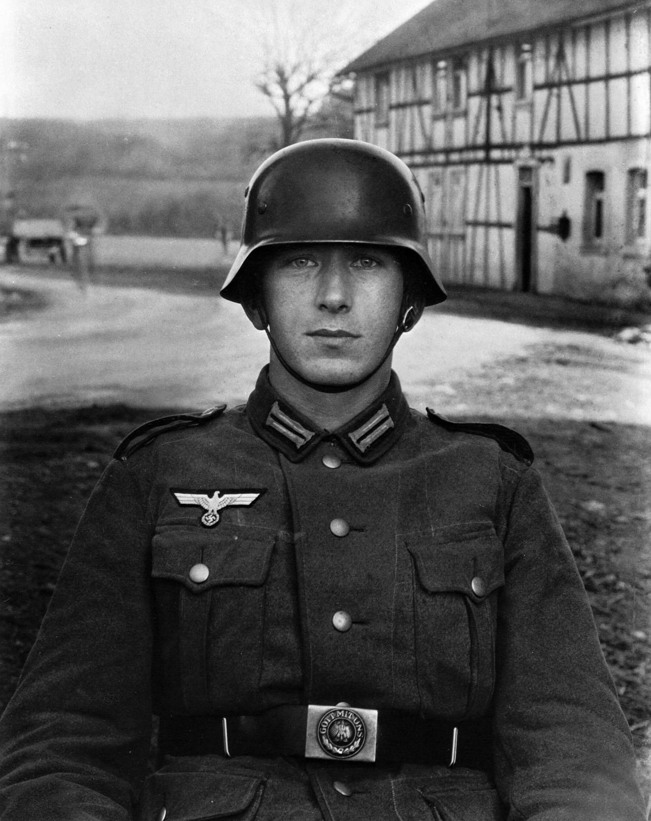 August Sander, Giovane soldato, Westerwald, 1945