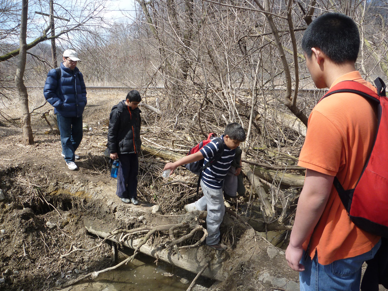 Scout hike in Toronto ravines and trails