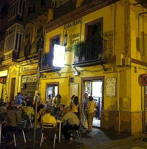 Comer en el barrio de Triana Sevilla  40 formas de intimidad