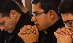 seminaristas-orando 40 horas