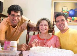 Mi madre junto a José Ramón (izq) y yo, en su cumple 2008