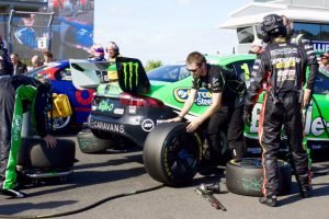 Mark Winterbottom's pit crew changing tyres.