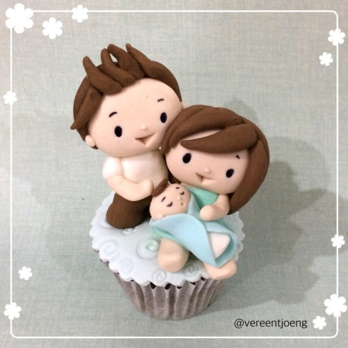 Cumbercupcake: welcome to the world baby batch, and super congrats to Ben and Sophie. We are very happy for you!! Yayy!!!
