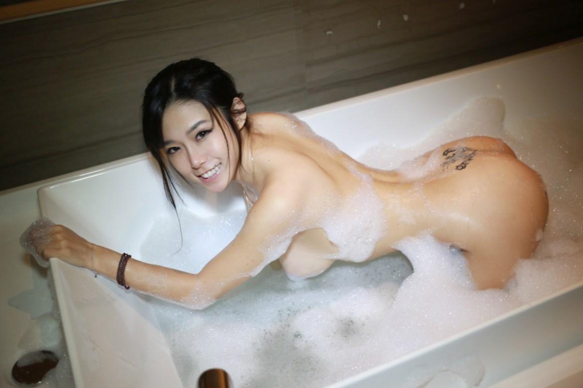 Luvian Ben Neng 本能 Nude / Naked Images