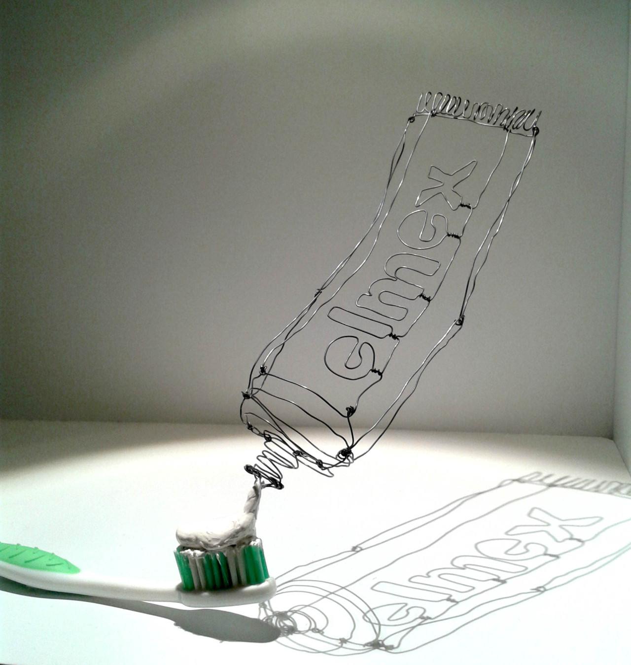Toothpaste<br /> fil de fer recuit, mastic, brosse a dent<br /> 2014