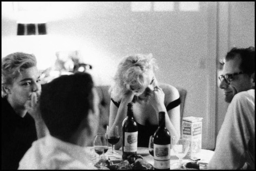 Yves Montand watching Marilyn Monroe who's watching Arthur Miller who's watching<br /><br /><br /><br /><br /><br /> Simone Signoret who's watching Yves Montand