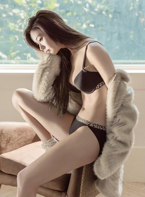 [CF] Clara – Guess Underwear 1178x1600