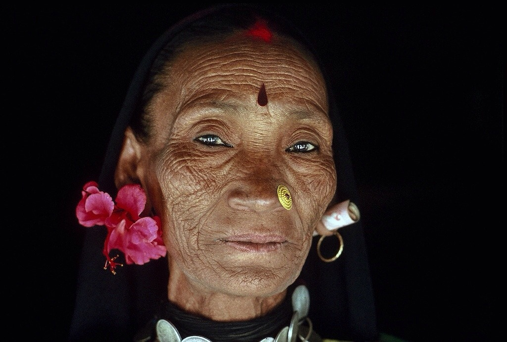 rasmijpeg:  Tharu women of Nepal by Eric Valli