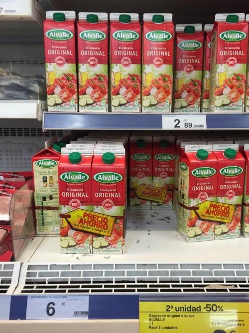 """Prueba de agudeza visual: Oferta Carrefour  ¿Qué hago, me compro dos litros individuales de gazpacho (2 x 2.89€ = 5.78€) o me lanzo a la mega-oferta de dos litros en pack indivisible con un flamante """"precio ahorro"""" de 6€?"""