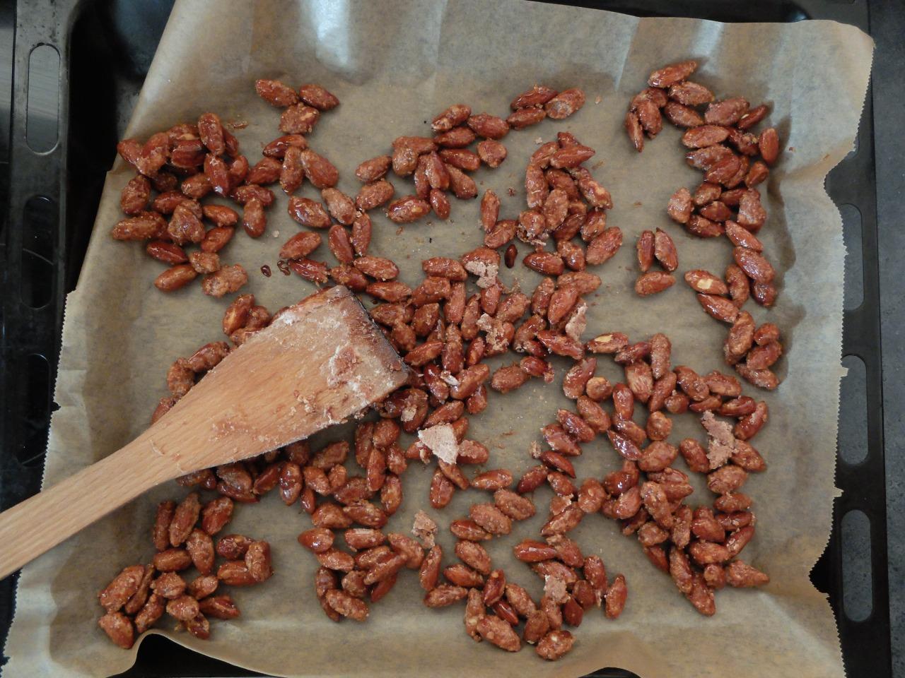 mangia minga // 'candied almonds'