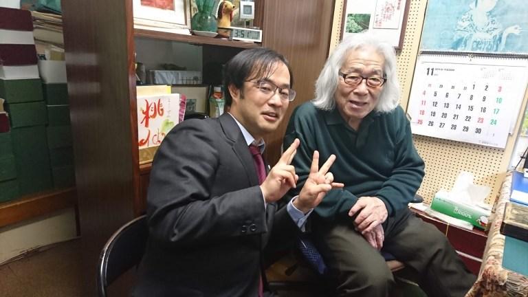 山本印店で桃仙さんと写真撮影