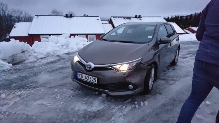 冬のノルウェーでの車の事故