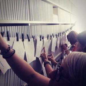 Je wens of cadeau ophangen aan de waslijn. Foto: Titia Hahne