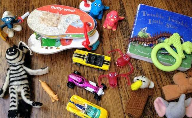 10 Ways To Entertain A Toddler On An Airplane Rookie Moms