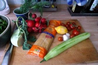 23.5.16 - Kamut-Spaghetti,Tomatensoße,Salate,vegan (5)