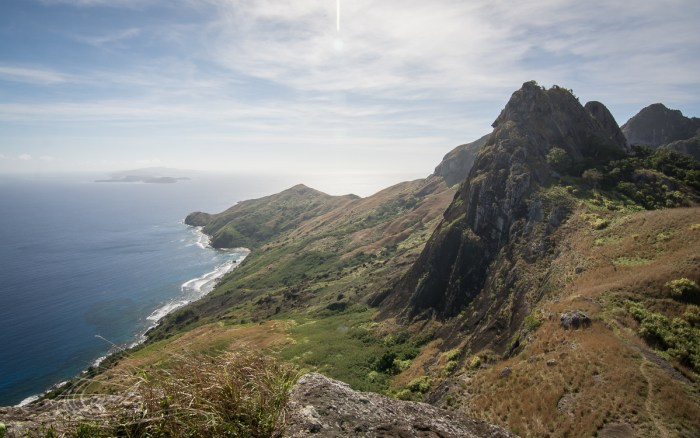 hiking fiji mountains in yasawa islands