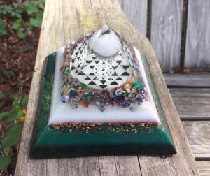 Orgonite® Pyramid – SRI YANTRA heart chakra