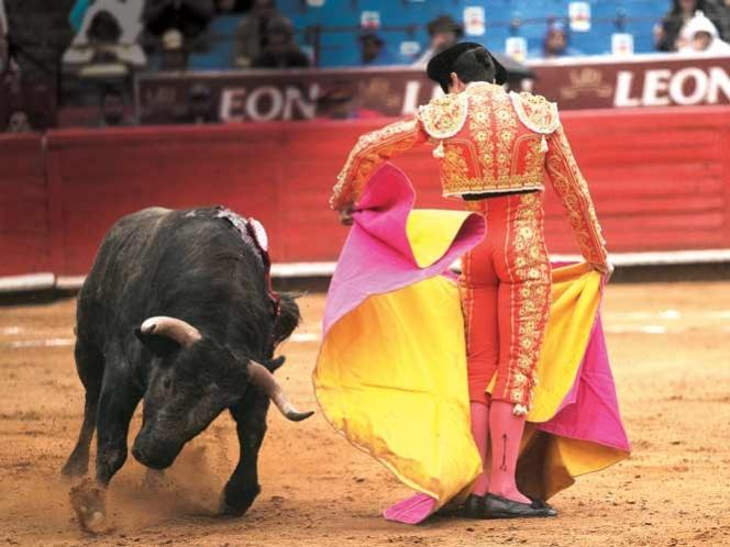 Amenaza cárcel a toreros en DF; publican decreto contra maltrato animal