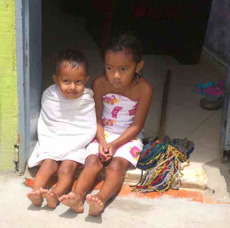 Children on the doorstep of their home in Comuna 13