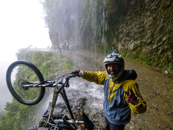 Trin under a waterfall on death road