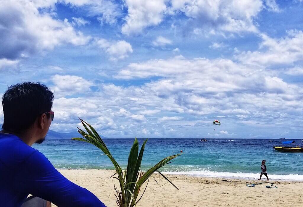 Trin sitting on White Beach in Puerto Galera
