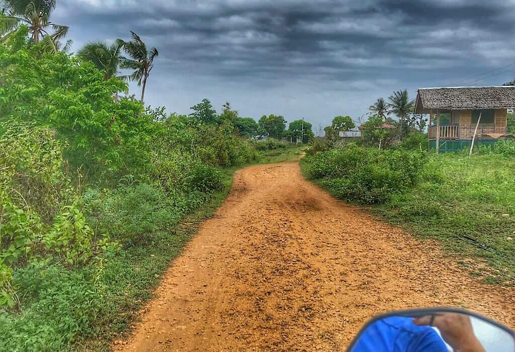 A dirt road on the island of Siquijor